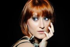 Όμορφη γυναίκα με το κοντό βαρίδι μόδας hairstyle Στοκ Εικόνες