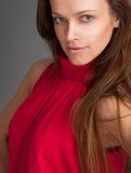 Όμορφη γυναίκα με το μακρύ καφετί τρίχωμα Στοκ εικόνα με δικαίωμα ελεύθερης χρήσης