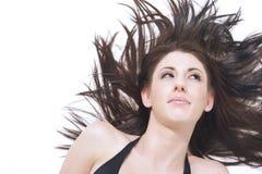 Όμορφη γυναίκα με το μεταδιδόμενο μέσω του ανέμου τρίχωμα Στοκ εικόνες με δικαίωμα ελεύθερης χρήσης