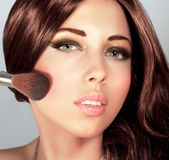 Όμορφη γυναίκα με το μοντέρνο makeup Στοκ Εικόνα