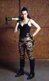 Όμορφη γυναίκα με το ρωσικό μπαζούκας RPG - 18 Στοκ Εικόνα