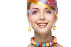 Όμορφη γυναίκα με το φωτεινό makeup στοκ εικόνες με δικαίωμα ελεύθερης χρήσης