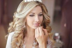 Όμορφη γυναίκα νυφών με το γάμο makeup και hairstyle στιλίστας στοκ φωτογραφία