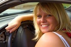 όμορφη γυναίκα οδηγών στοκ εικόνες με δικαίωμα ελεύθερης χρήσης