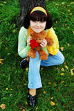 όμορφη γυναίκα πάρκων φθιν&omic Στοκ φωτογραφίες με δικαίωμα ελεύθερης χρήσης