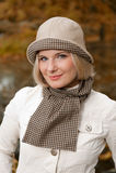 όμορφη γυναίκα πάρκων φθιν&omicr Στοκ Εικόνες