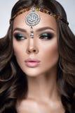 όμορφη γυναίκα πορτρέτου Γυναίκα μόδας ομορφιάς με πανέμορφο Makeup, εξαρτήματα Στοκ Εικόνες