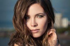 όμορφη γυναίκα πορτρέτου στενό θηλυκό προσώπου επά&n στοκ εικόνα με δικαίωμα ελεύθερης χρήσης