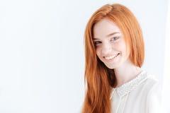Όμορφη γυναίκα που εξετάζει το cmaera Στοκ φωτογραφία με δικαίωμα ελεύθερης χρήσης