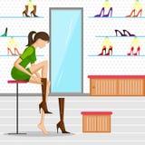 Όμορφη γυναίκα που δοκιμάζει το παπούτσι Στοκ εικόνες με δικαίωμα ελεύθερης χρήσης