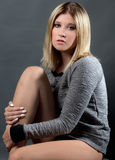 όμορφη γυναίκα πουλόβερ στοκ φωτογραφία με δικαίωμα ελεύθερης χρήσης