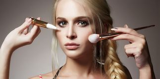 όμορφη γυναίκα προσώπου Σύνθεση εφαρμόστε τα καλλυντικά Στοκ φωτογραφία με δικαίωμα ελεύθερης χρήσης
