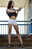 όμορφη γυναίκα πυροβόλων ό&p Στοκ Εικόνες