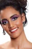 όμορφη γυναίκα σκουλαρ&iot Στοκ φωτογραφία με δικαίωμα ελεύθερης χρήσης