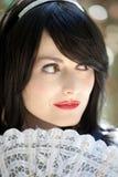 Όμορφη γυναίκα στη μαύρη περούκα Στοκ Φωτογραφία