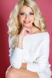 όμορφη γυναίκα στούντιο π&omicr στοκ φωτογραφία με δικαίωμα ελεύθερης χρήσης