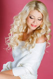 όμορφη γυναίκα στούντιο π&omicr στοκ εικόνα με δικαίωμα ελεύθερης χρήσης