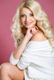 όμορφη γυναίκα στούντιο π&omicr στοκ εικόνα