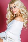 όμορφη γυναίκα στούντιο π&omicr στοκ εικόνες