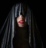 Όμορφη γυναίκα στο ακρωτήριο στοκ φωτογραφίες με δικαίωμα ελεύθερης χρήσης