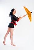 Όμορφη γυναίκα στο ιαπωνικό κιμονό Στοκ φωτογραφία με δικαίωμα ελεύθερης χρήσης