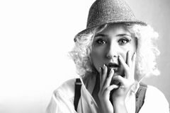 Όμορφη γυναίκα στο καπέλο, επιχειρησιακό ύφος Στοκ Εικόνα