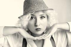 Όμορφη γυναίκα στο καπέλο, επιχειρησιακό ύφος Στοκ Εικόνες