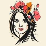 Όμορφη γυναίκα στο κόκκινο στεφάνι παπαρουνών Διανυσματική συρμένη χέρι απεικόνιση Απεικόνιση αποθεμάτων