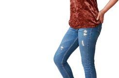 Όμορφη γυναίκα σωμάτων με τα καφετιά πουκάμισα και το τζιν παντελόνι Στοκ φωτογραφία με δικαίωμα ελεύθερης χρήσης