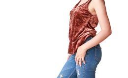 Όμορφη γυναίκα σωμάτων με τα καφετιά πουκάμισα και το τζιν παντελόνι Στοκ Εικόνα