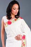 όμορφη γυναίκα της Sari στοκ εικόνα με δικαίωμα ελεύθερης χρήσης