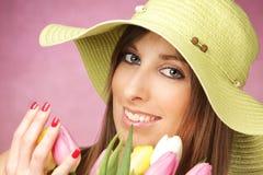 όμορφη γυναίκα τουλιπών στοκ φωτογραφία με δικαίωμα ελεύθερης χρήσης