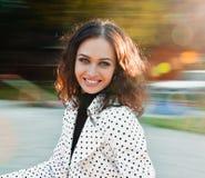 Όμορφη γυναίκα το φθινόπωρο Στοκ φωτογραφίες με δικαίωμα ελεύθερης χρήσης