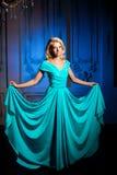 Όμορφη γυναίκα όπως μια πριγκήπισσα στο παλάτι Πολυτελές πλούσιο FA Στοκ Φωτογραφία