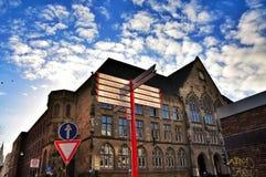 όμορφη εικονική παράσταση & Γοτθική αρχιτεκτονική ενάντια στο μπλε ουρανό Στοκ Εικόνα