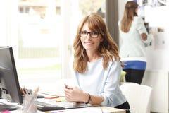 Όμορφη εκτελεστική επιχειρηματίας Στοκ εικόνα με δικαίωμα ελεύθερης χρήσης