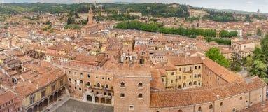 Όμορφη εναέρια άποψη της πόλης Βερόνα με τις κόκκινες στέγες, Ιταλία Στοκ εικόνες με δικαίωμα ελεύθερης χρήσης