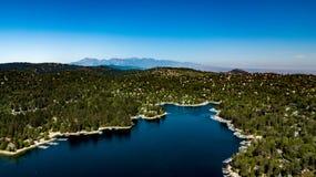 Όμορφη, εναέρια άποψη του βόρειου κόλπου στο SAN Bernardino Mountains Στοκ Εικόνα