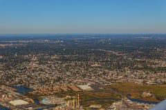 Όμορφη εναέρια άποψη του εδάφους και της θάλασσας της Νέας Υόρκης από το αεροπλάνο με το φτερό αεροπλάνων Στοκ Εικόνα