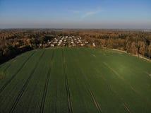 Όμορφη εναέρια άποψη του λιθουανικού τοπίου στο φθινόπωρο στοκ εικόνα