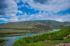 Όμορφη εναέρια άποψη του ποταμού Payette στο Idaho, κατά τη διάρκεια μιας πανέμορφης ηλιόλουστης ημέρας και ενός καταπληκτικού υπ στοκ φωτογραφίες