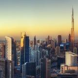 Όμορφη εναέρια εικονική παράσταση πόλης με τους ουρανοξύστες Ντουμπάι, Ε ανασκόπηση περισσότερο το ταξίδι χαρτοφυλακίων μου Στοκ εικόνα με δικαίωμα ελεύθερης χρήσης
