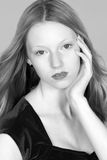όμορφη επικεφαλής κόκκινη γυναίκα headshot Στοκ Φωτογραφία