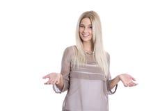 Όμορφη επιχειρηματίας με την άποψη και τη χειρονομία έρευνας που απομονώνονται Στοκ Φωτογραφία