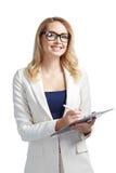 Όμορφη επιχειρησιακή γυναίκα που υπογράφει ένα έγγραφο και ένα χαμόγελο Στοκ Φωτογραφία