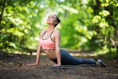 Όμορφη λεπτή άσκηση γυναικών στοκ φωτογραφία με δικαίωμα ελεύθερης χρήσης