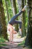 Όμορφη λεπτή άσκηση γυναικών στοκ φωτογραφίες με δικαίωμα ελεύθερης χρήσης