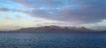 Όμορφη ευρεία άποψη γωνίας του βουνού Στοκ Εικόνες