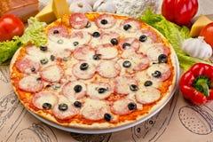 Όμορφη εύγευστη ιταλική πίτσα Στοκ Εικόνα