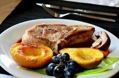 όμορφη εύγευστη μπριζόλα χοιρινού κρέατος Στοκ φωτογραφία με δικαίωμα ελεύθερης χρήσης